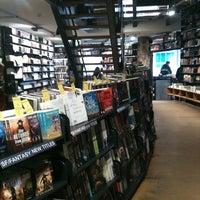 2/5/2013 tarihinde Xiaoxi S.ziyaretçi tarafından The American Book Center'de çekilen fotoğraf