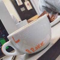 11/12/2018 tarihinde Brooke H.ziyaretçi tarafından Compass Coffee'de çekilen fotoğraf