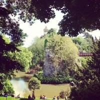6/2/2013 tarihinde Warrenziyaretçi tarafından Parc des Buttes-Chaumont'de çekilen fotoğraf