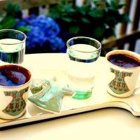 Das Foto wurde bei Büyükada Şekercisi Candy Island Cafe Patisserie von Büyükada Şekercisi Candy Island Cafe Patisserie am 6/12/2015 aufgenommen