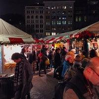 Foto scattata a Union Square Holiday Market da Mike C. il 12/21/2013