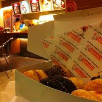 8/9/2013 tarihinde metamouipyonziyaretçi tarafından Dunkin Donuts'de çekilen fotoğraf