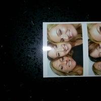 Das Foto wurde bei Blackhawk Bowl / Martini Lounge von Kimberly P. am 7/20/2014 aufgenommen