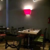Foto tirada no(a) Pukka Restaurant por Kathy M. em 5/30/2015