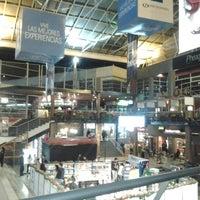 รูปภาพถ่ายที่ Plaza de Las Américas โดย Milton R. เมื่อ 12/17/2012