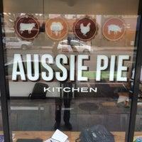 6/9/2014 tarihinde Nick B.ziyaretçi tarafından Fork-In Aussie Pie Kitchen, Santa Monica'de çekilen fotoğraf