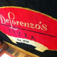Photo prise au DeLorenzo's Pizza par Thomas G. le5/9/2013