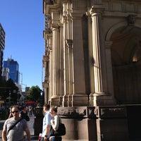 Foto tirada no(a) Melbourne's GPO por Owen H. em 12/30/2012