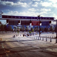 Das Foto wurde bei Dodger Stadium Parking von Jamison N. am 4/30/2013 aufgenommen