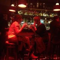 3/16/2013 tarihinde Santi O.ziyaretçi tarafından Slow Barcelona Cocktails & Boîte'de çekilen fotoğraf