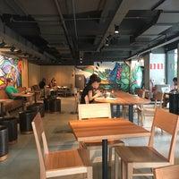 รูปภาพถ่ายที่ Starbucks โดย Heliel D. เมื่อ 3/17/2018