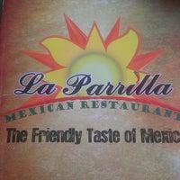 Foto tomada en La Parrilla Mexican Restaurant por Jenna P. el 4/25/2013