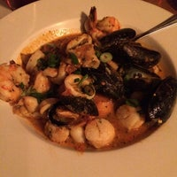 Foto tomada en Southridge Seafood Grill por Chris C. el 3/17/2014