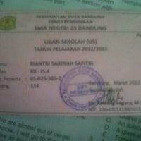 Foto tirada no(a) SMA Negeri 25 Bandung por Ri G. em 3/18/2013