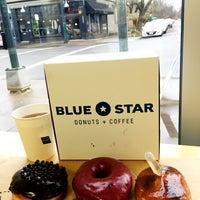 Снимок сделан в Blue Star Donuts пользователем Roger M. 1/13/2016