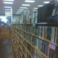 Photo prise au Half Price Books par Joseph E. le6/17/2012