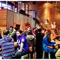 รูปภาพถ่ายที่ SingleCut Beersmiths โดย @AstoriaHaiku เมื่อ 1/12/2013