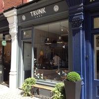 รูปภาพถ่ายที่ Trunk Clothiers โดย Andrew T. เมื่อ 7/28/2013