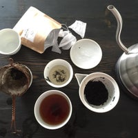 รูปภาพถ่ายที่ Tea Dealers โดย Stefen R. เมื่อ 7/2/2015