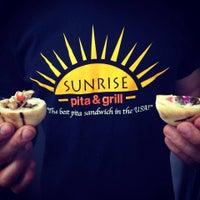 Photo prise au Sunrise Pita & Grill par Sunrise Pita & Grill le2/4/2016