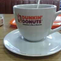 Снимок сделан в Dunkin Donuts пользователем MR J. 9/6/2013