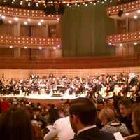 Foto tirada no(a) Adrienne Arsht Center for the Performing Arts por Ariel M. em 10/23/2011