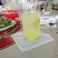 รูปภาพถ่ายที่ Guero's Taco Bar โดย Heather F. เมื่อ 2/22/2013