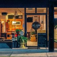 รูปภาพถ่ายที่ Café & Tocino โดย Café & Tocino เมื่อ 6/19/2015