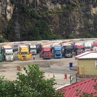 รูปภาพถ่ายที่ esenkıyı tır parkı โดย Ömer Berk K. เมื่อ 8/16/2016
