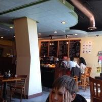 Foto diambil di U Street Café oleh Ulrike L. pada 4/14/2013