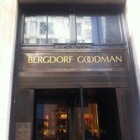 Снимок сделан в Bergdorf Goodman пользователем Heloisa M. 4/6/2013