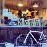 Foto scattata a Good Life Coffee da Jori L. il 12/15/2012