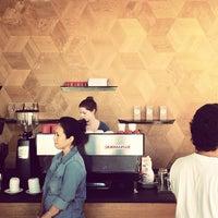 9/22/2013 tarihinde Jori L.ziyaretçi tarafından Linea Caffe'de çekilen fotoğraf