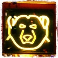 Foto tomada en Nicho Bears & Bar por Jamie R. el 9/16/2013