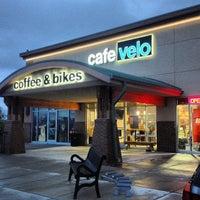 Foto tirada no(a) Cafe Velo por Dano M. em 9/12/2013