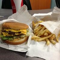 Das Foto wurde bei Willie's Burgers von Ed H. am 1/9/2013 aufgenommen
