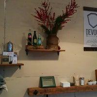 12/30/2014 tarihinde Ninon ™.ziyaretçi tarafından Devout Coffee'de çekilen fotoğraf