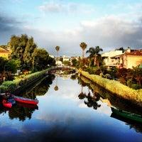 Das Foto wurde bei Venice Canals von Dress for the Date am 5/24/2013 aufgenommen