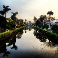 รูปภาพถ่ายที่ Venice Canals โดย Dress for the Date เมื่อ 3/20/2013