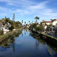 Das Foto wurde bei Venice Canals von Dress for the Date am 2/15/2013 aufgenommen