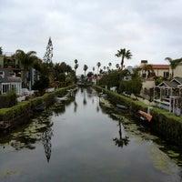 2/18/2013 tarihinde Dress for the Dateziyaretçi tarafından Venice Canals'de çekilen fotoğraf