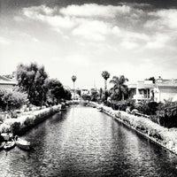 Das Foto wurde bei Venice Canals von Dress for the Date am 5/25/2013 aufgenommen