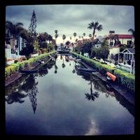 Das Foto wurde bei Venice Canals von Dress for the Date am 3/31/2013 aufgenommen