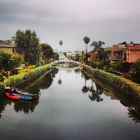 Foto scattata a Venice Canals da Dress for the Date il 4/24/2013