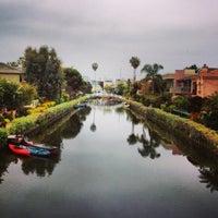4/24/2013 tarihinde Dress for the Dateziyaretçi tarafından Venice Canals'de çekilen fotoğraf
