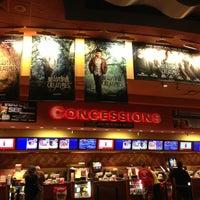 Foto tirada no(a) Regal Cinemas Red Rock 16 & IMAX por BabyDoll . em 2/17/2013