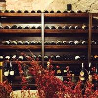 Снимок сделан в Vintage Boutique Wine Cellar пользователем comme.de.fille 3/13/2015