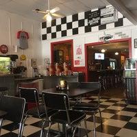 6/2/2016 tarihinde J E.ziyaretçi tarafından KirbyG's Diner & Pub'de çekilen fotoğraf