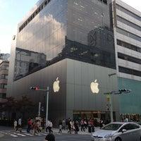รูปภาพถ่ายที่ Apple Ginza โดย akakeno เมื่อ 10/22/2012