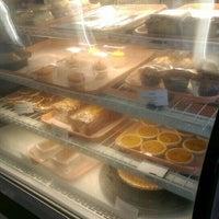 Foto diambil di The Avenue Bakery oleh Michael-Alan G. pada 6/14/2015